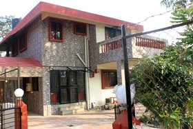 Holiday homes homestays serviced apartments in lonavala for Bunglows on rent in lonavala with swimming pool