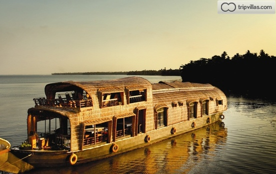 Two bedroom a c luxury houseboat alleppey kerala for 01 bedroom ac deluxe houseboat