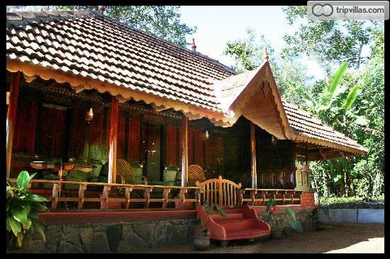 Traditional kerala wooden house tripvillas holiday rentals for Traditional kerala houses pictures